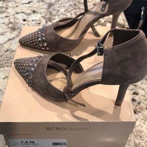 Size 7.5 BCBG hound grey suede shoes